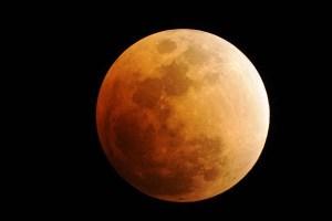 lunar-eclipse-600 (reuters)