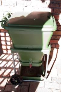 gayles worm bin - large and plentiful